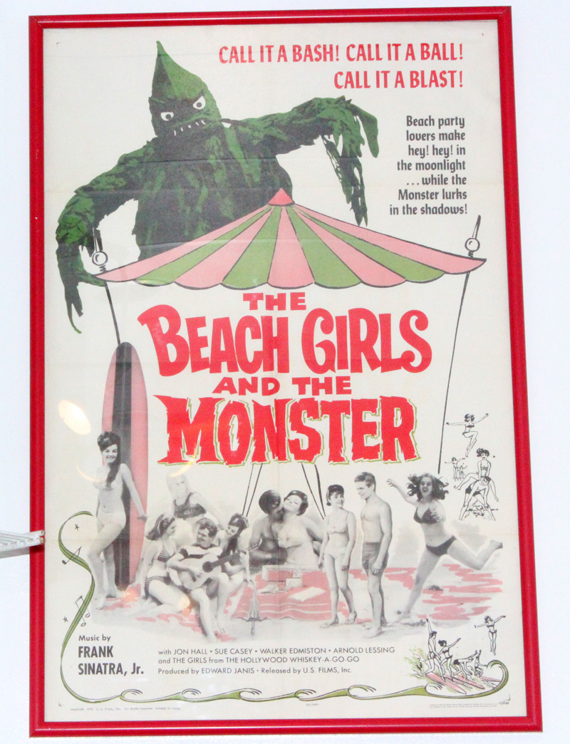 beachgirls-and-the-monster